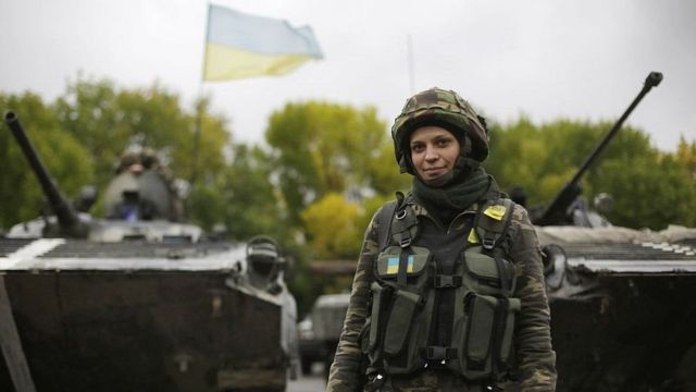 Жінка-військова
