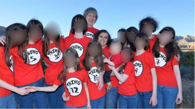 डेव्हीड लुई यांच्या कुटुंबाचा फेसबूकवरील फोटो