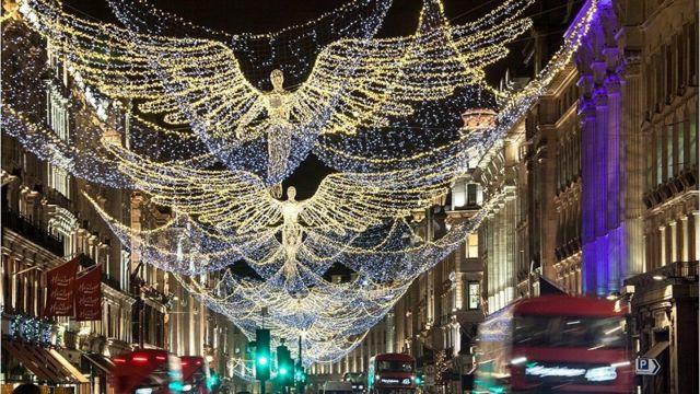 2017年圣诞彩灯——伦敦著名的高端购物街摄政街(Regent Street)
