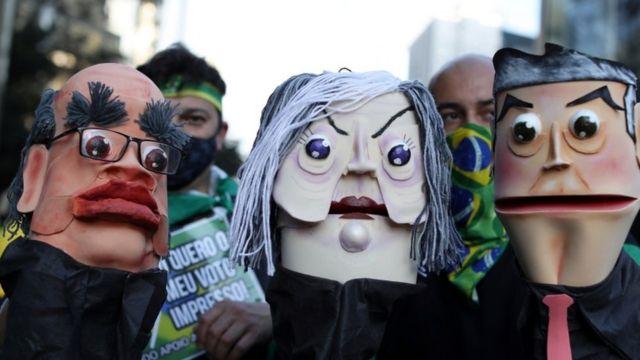 Três Fantoches representam ministros do STF em protesto favorável a Bolsonaro em São Paulo