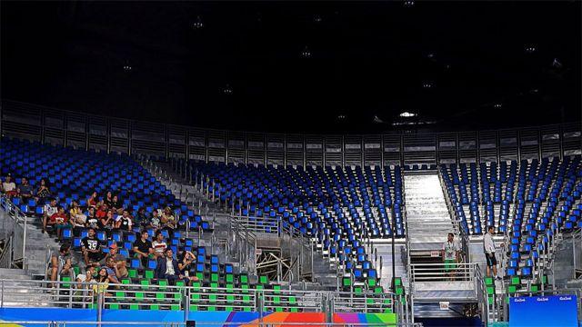 Asientos vacíos en una tribuna en las Olimpiadas