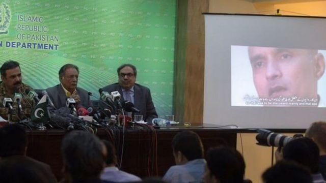 पाकिस्तानी में कुलभूषण के वीडियो की प्रेस कांफ्रेंस