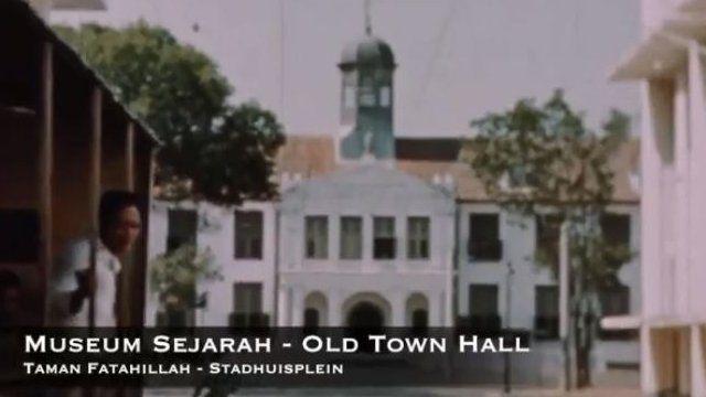 Cuplikan video Jakarta 1941 yang memperlihatkan kawasan Museum Sejarah Jakarta di kawasan Kota Tua dengan trem melintas.