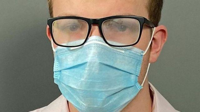 الكثير ممن يرتدون النظارات يواجهون هذه المشكلة عند ارتداء الكمامات