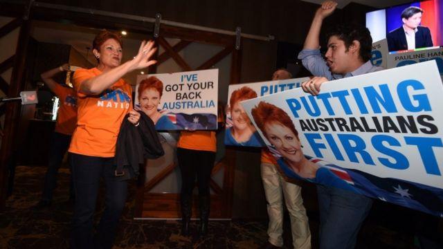Pauline Hanson ari kumwe n'abamushyigikiye mu mujyi wa Ipswich, QLD 2/2016