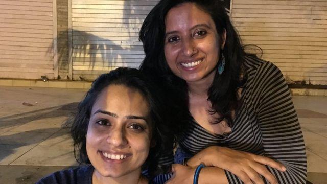 देविना कपूर और नेहा सिंह