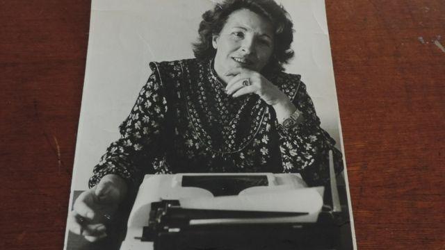 Cecília Prada em foto como jornalista