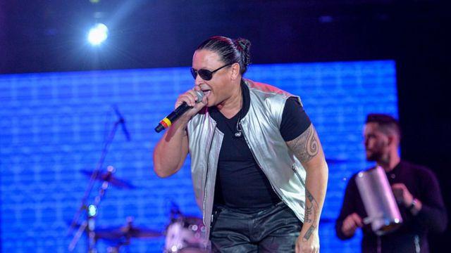 El artista puertorriqueño Elvis Crespo en un concierto.