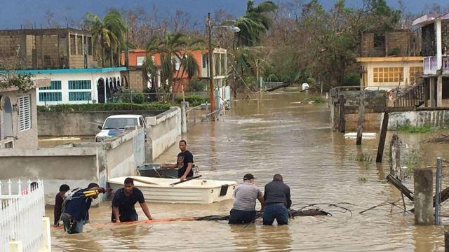Muchos vecinos reemplazaron sus autos por botes como medio de transporte.