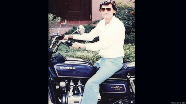 Félix Gallardo em uma moto
