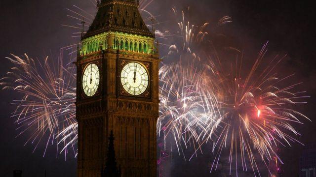 ساعة بيغ بن الشهيرة في لندن موذنة بدخول العام الجديد