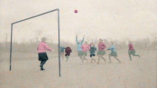 Kadınların futboldaki başarıları son yıllarda bir hayli öne çıktı ancak futbol hala erkek sporu olarak görülüyor.