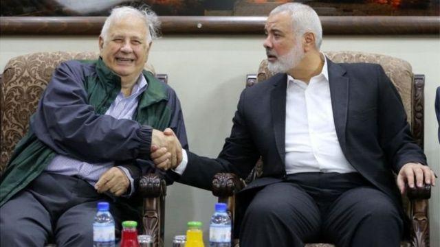 اسماعيل هنية ورئيس اللجنة المركزية للانتخابات الفلسطينية