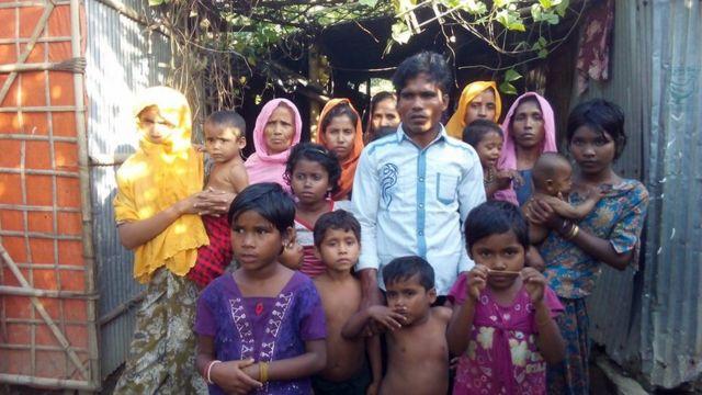 মিয়ানমার থেকে বাংলাদেশে আসা কয়েকজন রোহিঙ্গা শরণার্থী