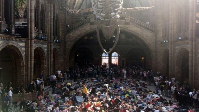 Акция протеста в лондонском Музее натуральной истории