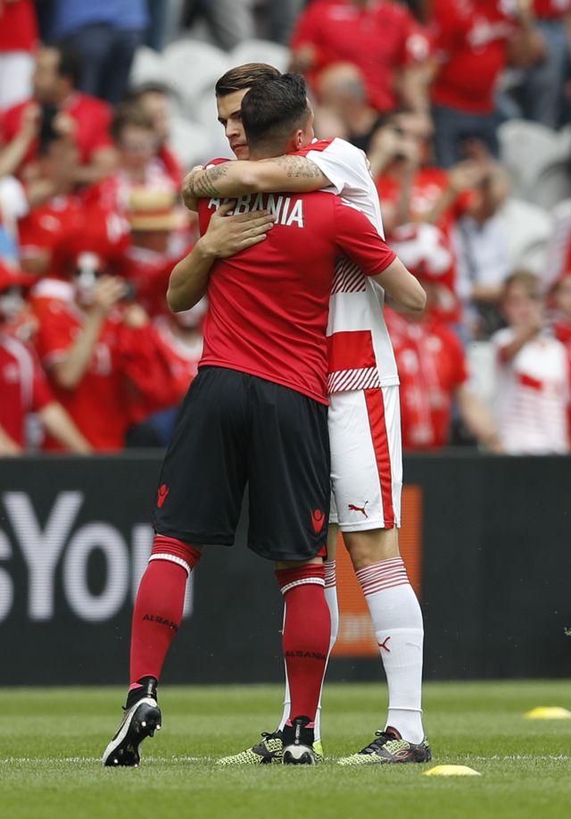 Los hermanos Xhaka, Granit y Taulant, son los primeros en jugar para países diferentes en una Eurocopa.