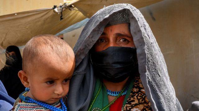 KandaharHelmand eyaletinde binlerce kişi evini terketmek zorunda kaldı