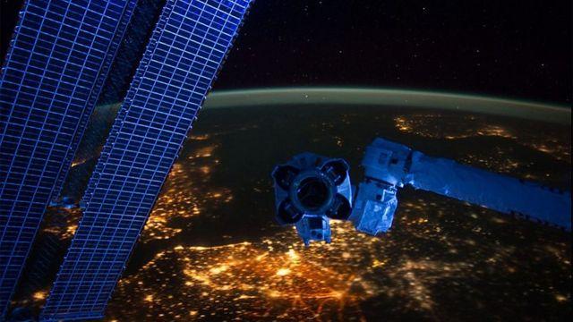 Foto noturna da Europa vista do espaço