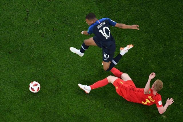 Mbappé fue un dolor de cabeza para la defensa belga desde el primer minuto del partido.