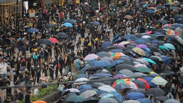 7월 28일 시위대는 홍콩 주요 경제 상업 지구에서 시위를 벌였다