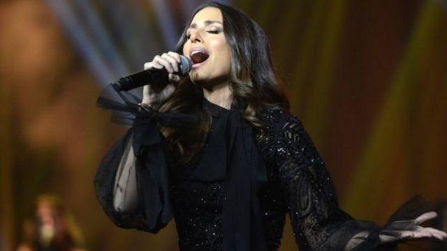 ฮีบา ทาวาจี นักร้องชาวเลบานอน ขึ้นแสดงคอนเสิร์ตที่อนุญาตให้นักร้องหญิงทำการแสดงได้เป็นครั้งแรกในซาอุดีอาระเบีย