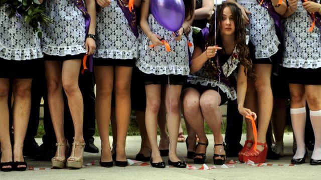 Выпускницы школы в Сочи (фото 2012 года)