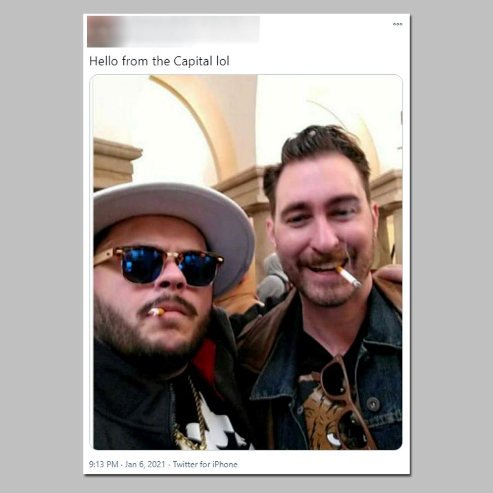 """Der Mann auf der rechten Seite, Nick Ochs, identifiziert sich als Mitglied der Gruppe """"Stolze Jungs"""".  Es erscheint auf einem Foto im Kapitol."""