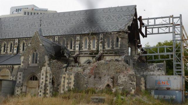 地震で大きく損壊したクライストチャーチ大聖堂(21日)