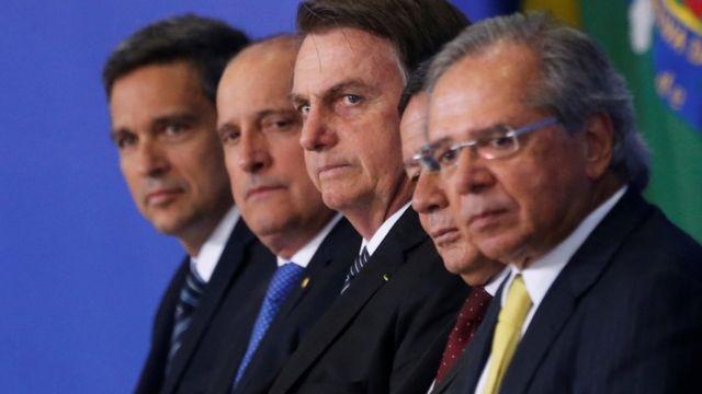 Bolsonaro com equipe de governo
