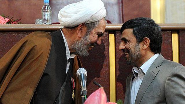 غلام رضا حسنی حامی دولت محمود احمدی نژاد و مخالف دولت محمد خاتمی بود