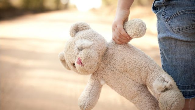 Menina com ursinho
