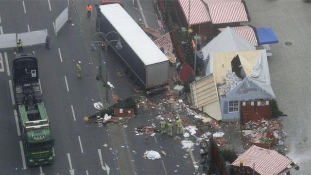 Le camion-bélier a causé la mort et la destruction sur son passage