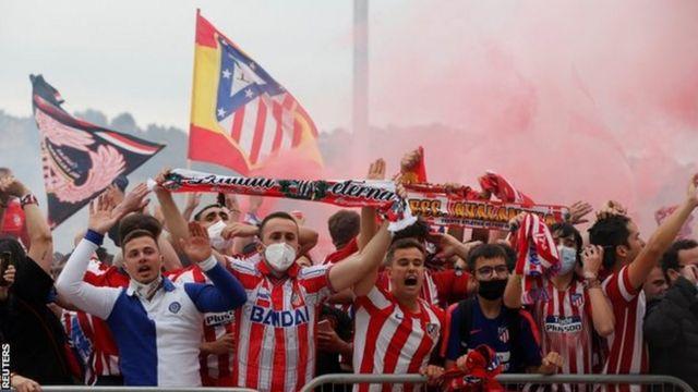 Abafana ba Atletico Madrid bishimira ko ikipe yabo yegukanye igikombe
