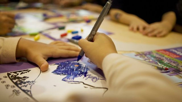 Niño dibujando