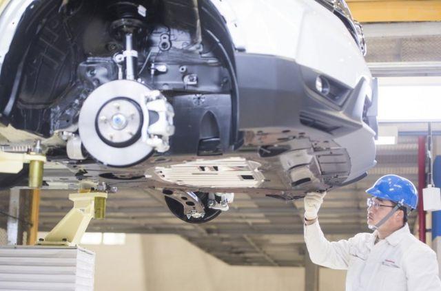4月12日,在東風本田第三工廠內,工人在車間作業。