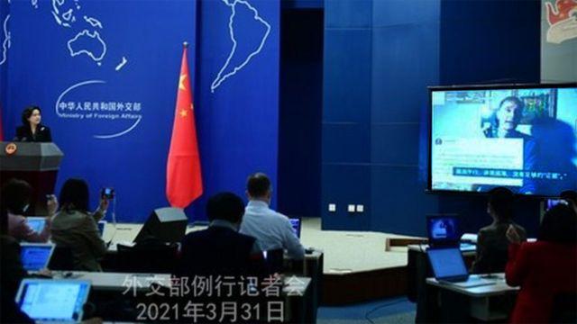 巴里·琼斯批评西方对新疆报道的视频曾在中国外交部的例行记者会上播放。