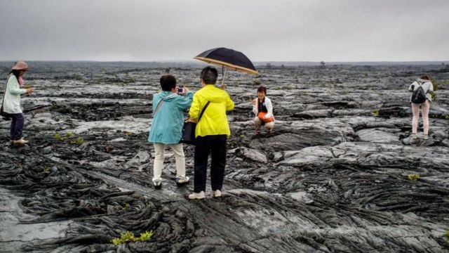 Grupo de japoneses à beira mar