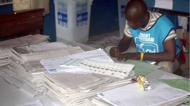 Un agent de la Céni de la RDC