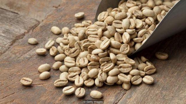 Caffeine phải được lấy ra từ hạt cà phê trước khi rang