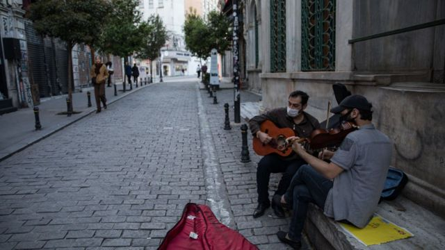 İstanbul'da iki sokak müzisyeni