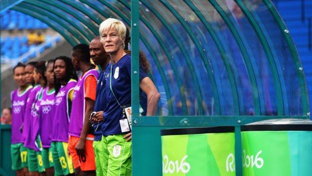 Vera Pauw avec l'équipe sud-africaine aux Jeux Olympiques de Rio