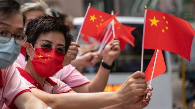 中国国庆日亲北京香港群众挥舞五星红旗巡游(1/10/2020)