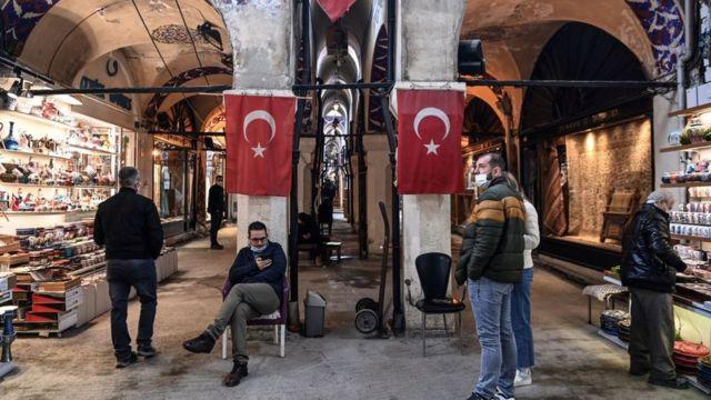 Türk Lirası'ndaki değer kaybı birçok sektörü dolaylı olarak etkiliyor.