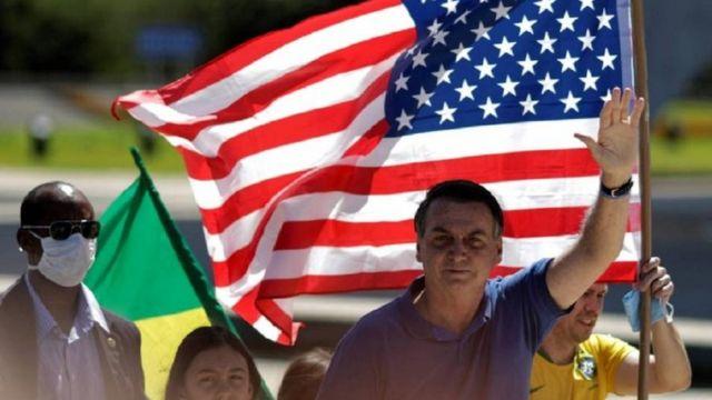 Bolsonaro durante protesto