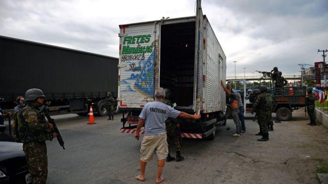 Allanamiento de camion