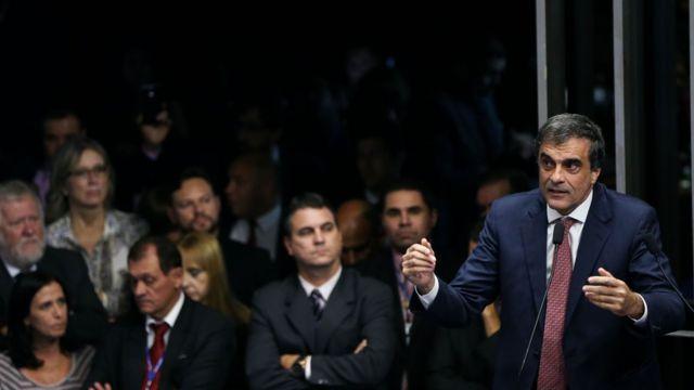 José Eduardo Cardozo fala no plenário do Senado durante a votação do processo de impeachment de Dilma Rousseff em 12 de maio de 2016