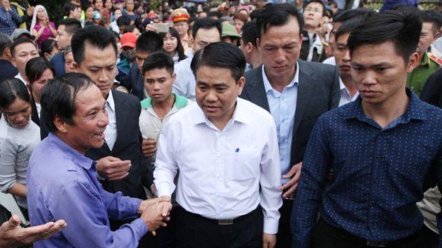 Ông Nguyễn Đức Chung về làng Mỹ Đức, Đồng Tâm để đối thoại với người dân hồi tháng 4/2017