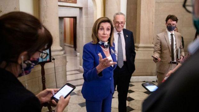 نانسي بيلوسي، رئيسة مجلس النواب الأمريكي، تقول إن الولايات المتحدة ستقدم حزمة إنقاذ تتجاوز كلفتها 1.3 مليار دولار