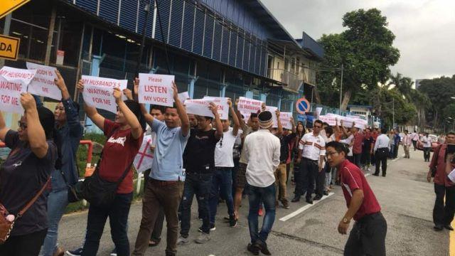 မလေးရှားမှာ ချင်းဒုက္ခသည်များကို ပြန်မပို့ရေး UNHCR ရုံးရှေ့ဆန္ဒပြခဲ့ကြစဉ်