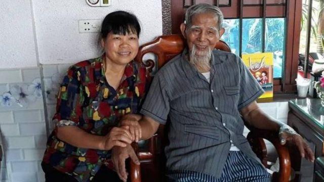 Sinh thời, ông Lê Đình Kình được một số người xem như anh hùng khi dám đứng lên chống các quan chức tham nhũng, nhưng nhà nước coi ông là tội phạm.